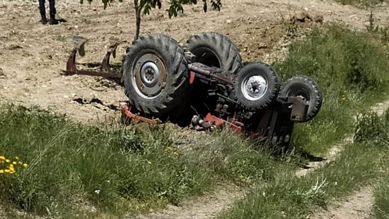 Feci ölüm! Traktörün altında kaldı