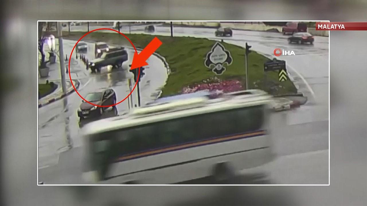 Malatya'da yağışlı havada yaşanan kaza kamerada