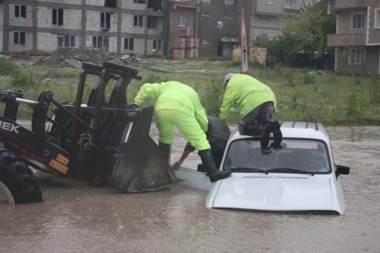Haziran ayında dolu yağışı! Sokaklar göle döndü - Sayfa 2