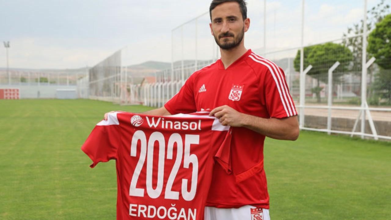 Sivasspor yıldız futbolcusuyla sözleşme uzattı