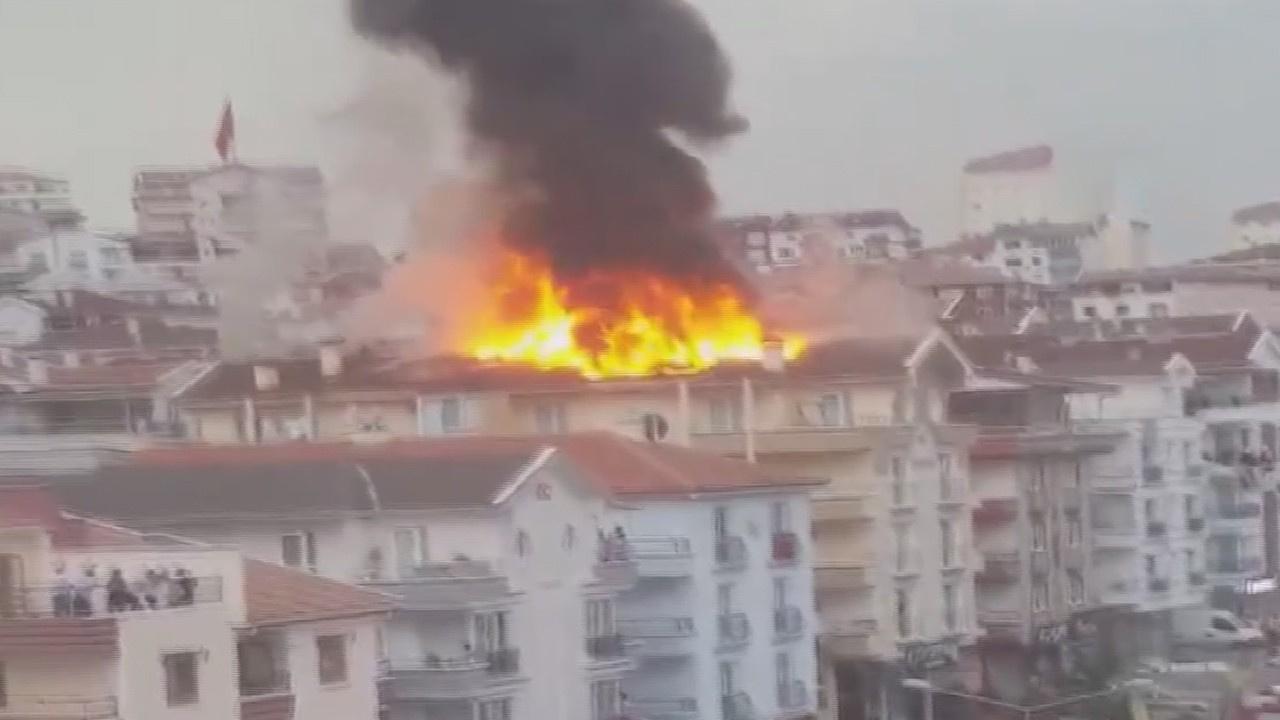 Başkent'te korkutan çatı yangını!