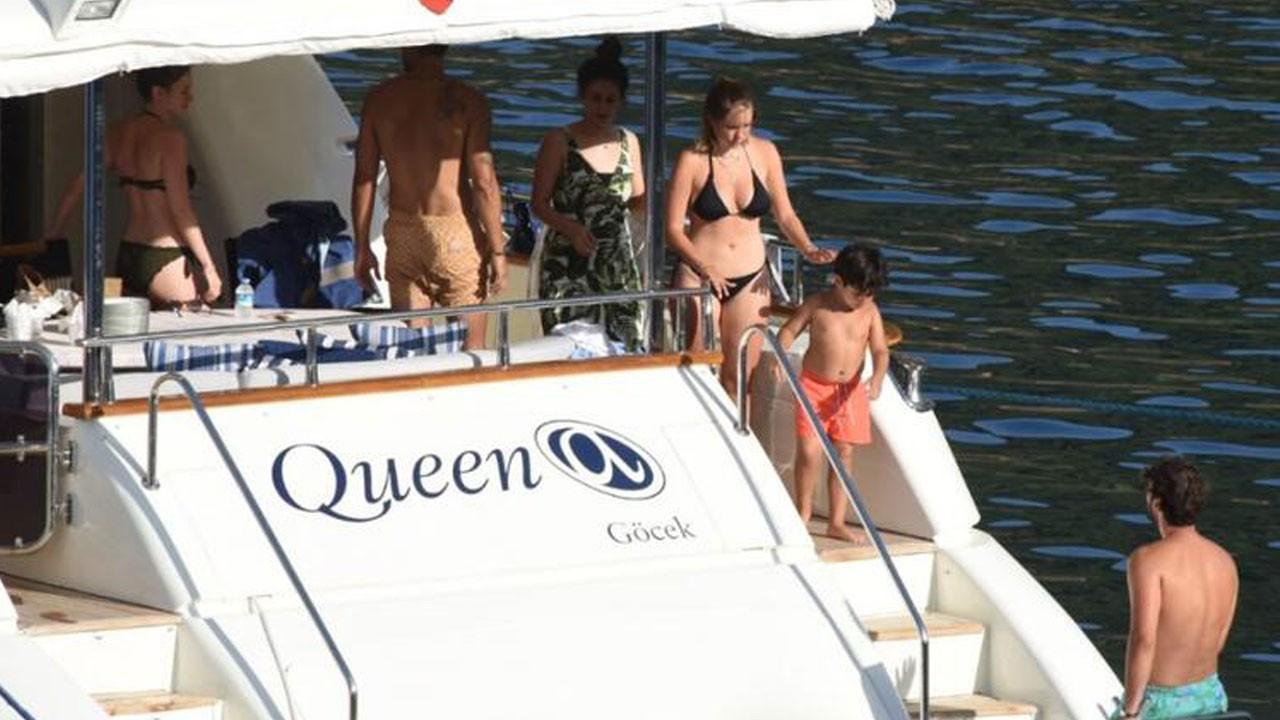 Yeni yaşını teknede kutladı