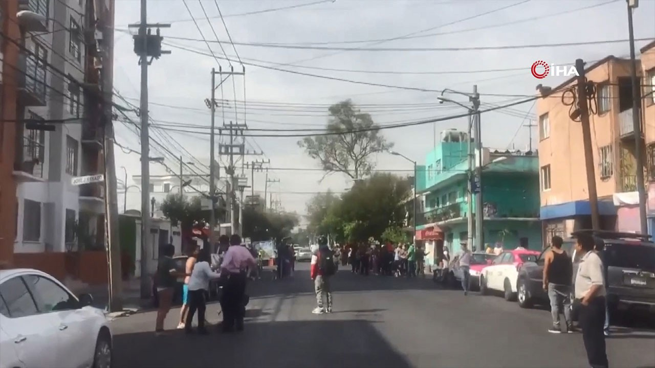 7,5 şiddetindeki deprem kamerada
