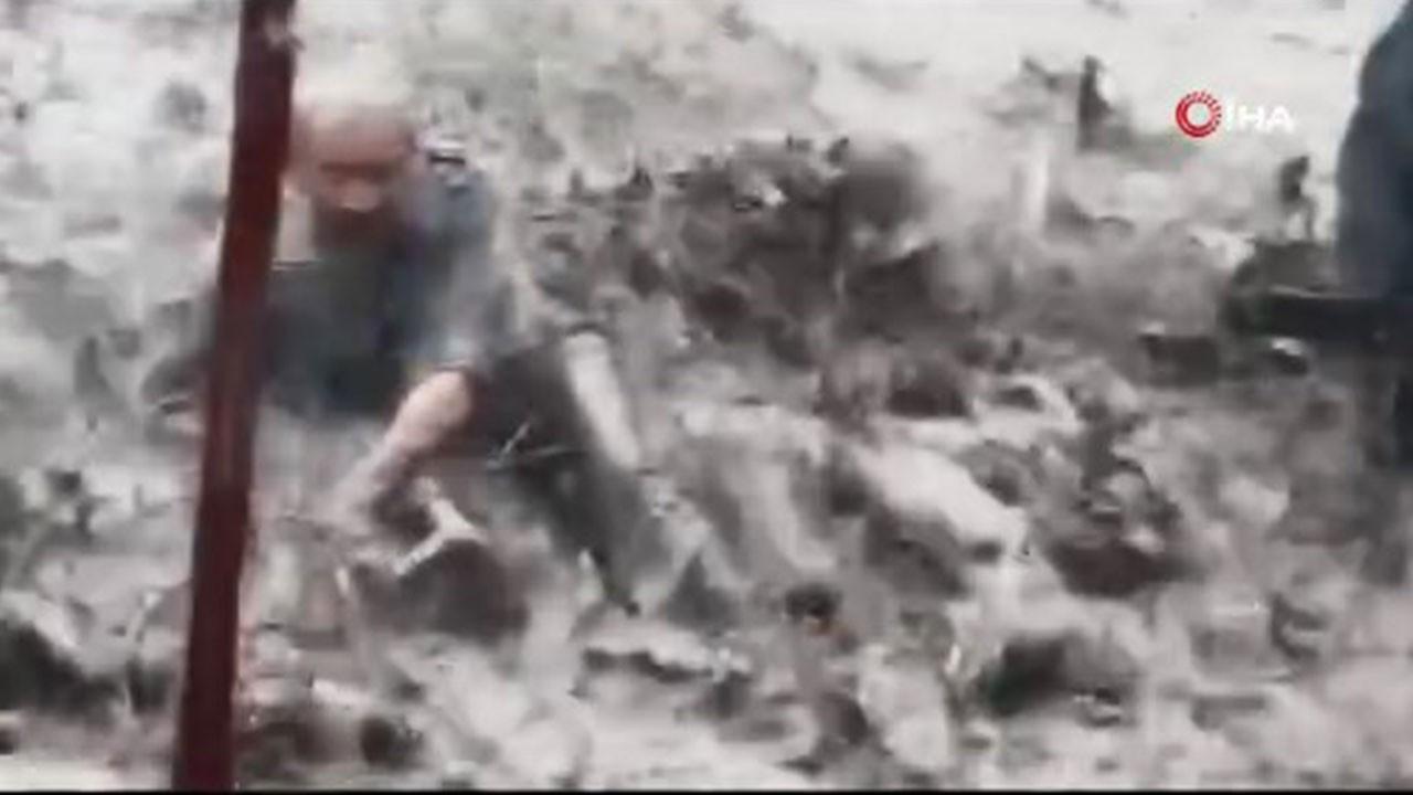 Yaşlı adam sel sularına böyle kapıldı