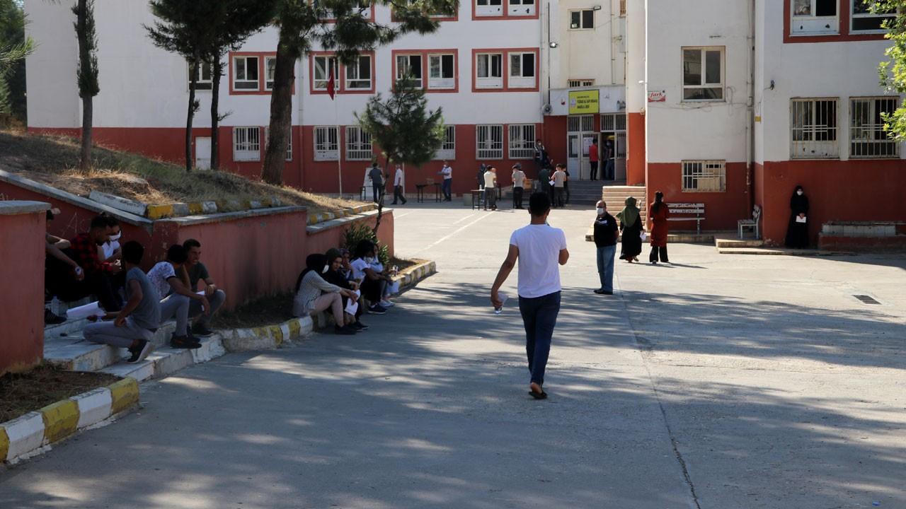 Sınav ve sokağa çıkma kısıtlaması başladı!