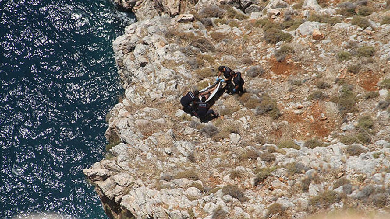 Kayıp gencin cesedi kayalıklarda bulundu