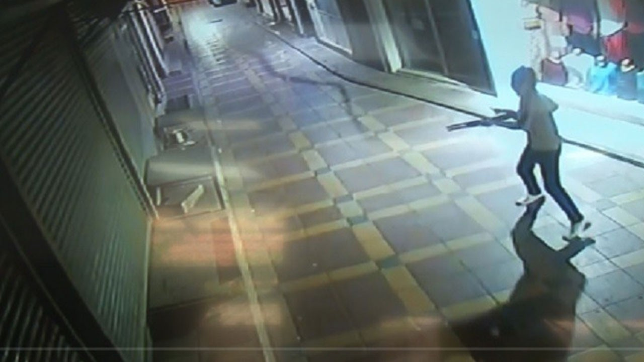 İş yerine pompalı tüfekle saldırı kamerada