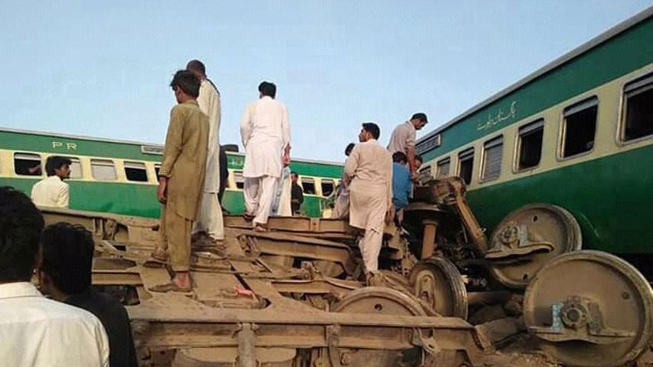 Pakistan'da feci kaza!