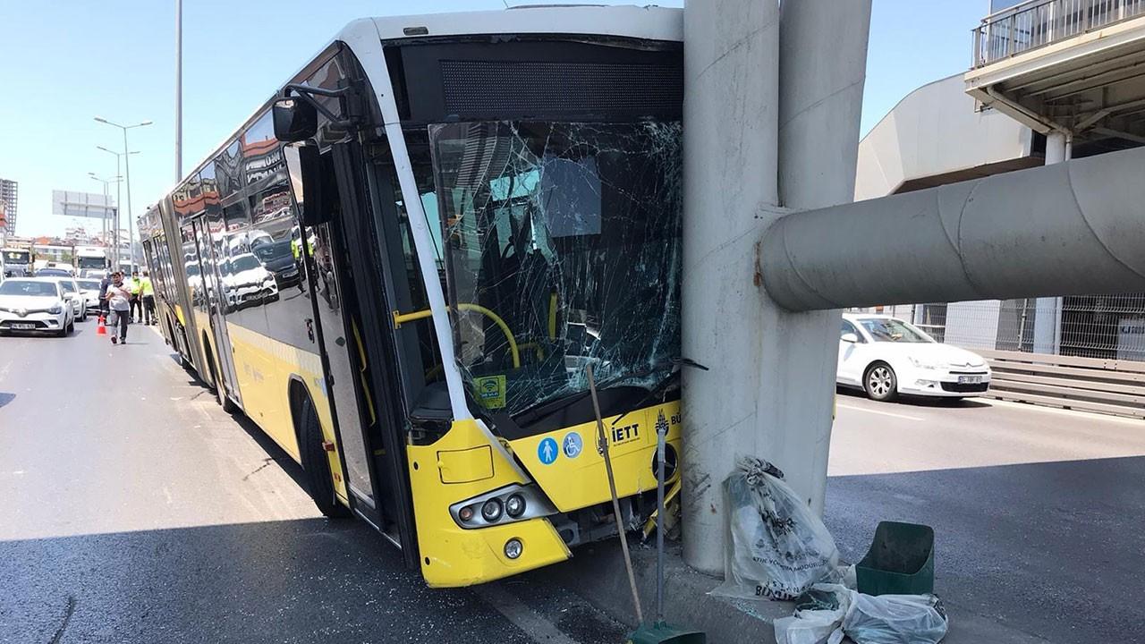 İETT otobüsü metrobüs köprüsüne çarptı