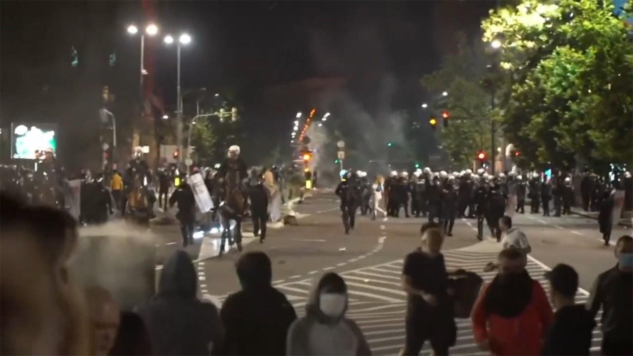 Karantina protestolarına polis müdahalesi