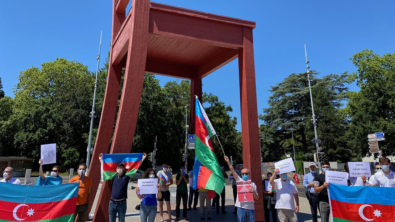 BM önünde Ermenistan protestosu