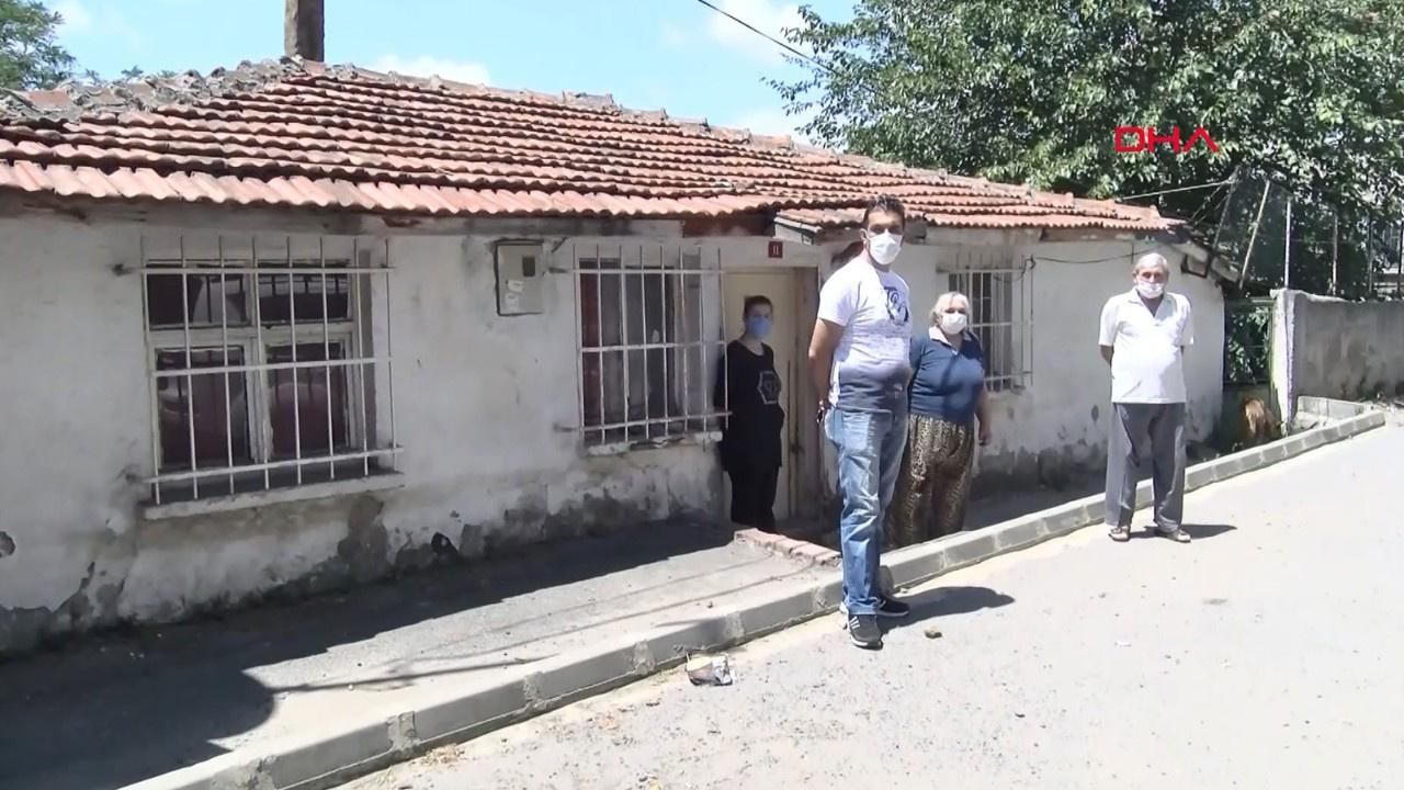 Sokak köpeklerini besleyen ailenin evi taşlandı