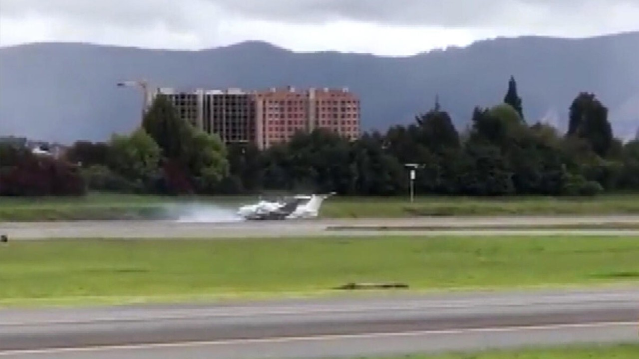 ABD uçağı Kolombiya'ya sert iniş yaptı!