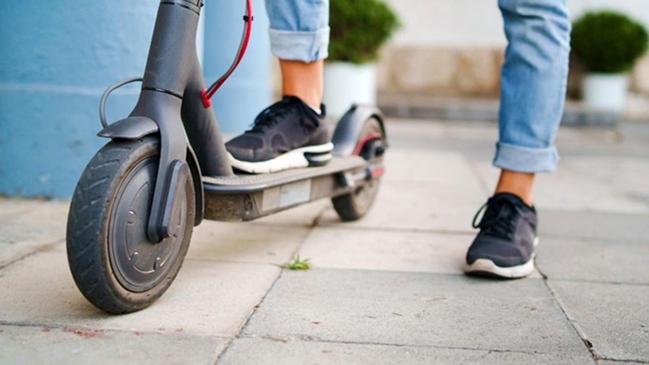 Elektrikli scooter yönergesine ret