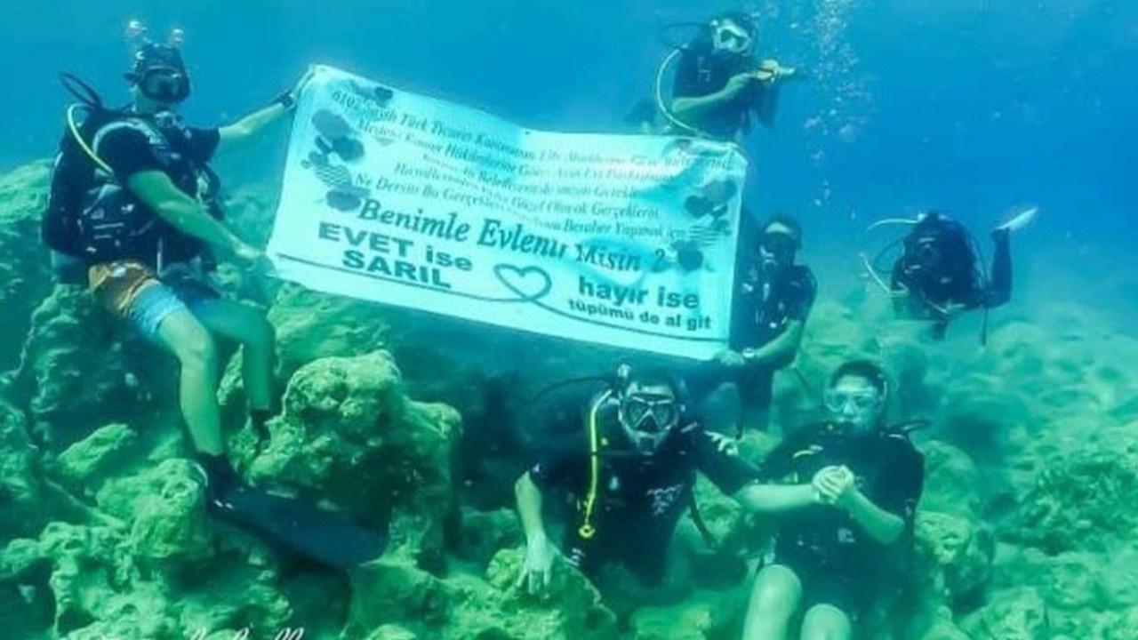 Su altında evlilik teklifi!