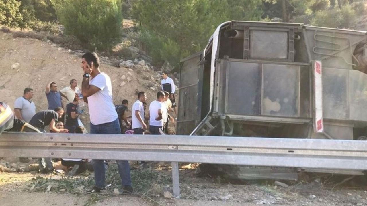 Askerleri taşıyan otobüs devrildi: 4 şehit