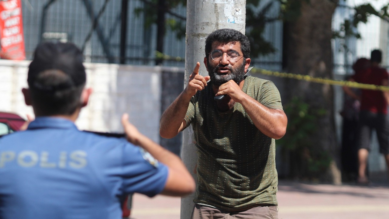 Antalya Semt PazarcılarOdası önündebıçaklıeylem