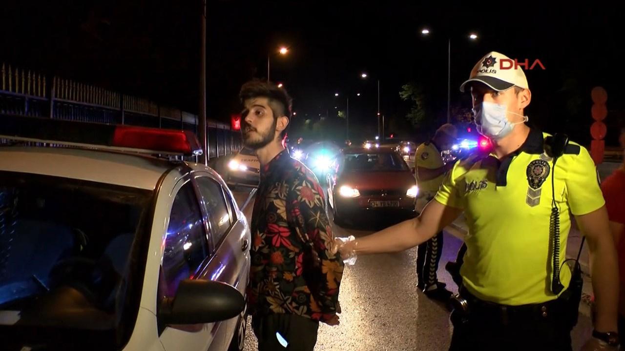 Yakıtı biten 'sahte gazeteci' yolu trafiğe kapattı