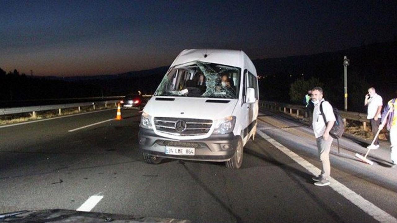 Taziyeye gidenleri taşıyan minibüs devrildi