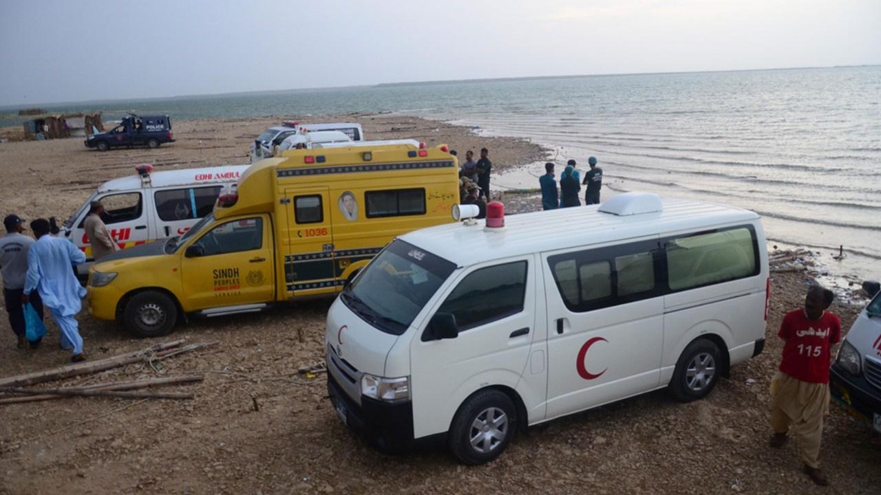 Pakistan'da bot faciası: 10 ölü