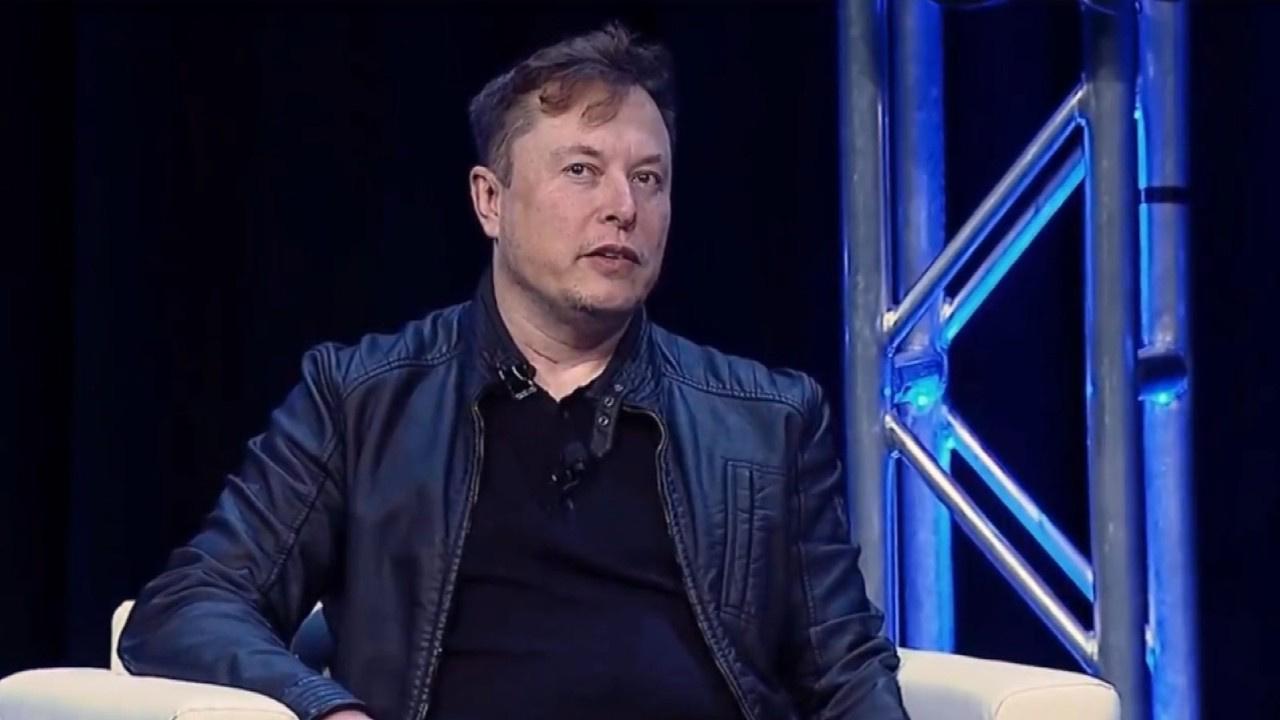 Elon Musk insanlı Mars görevi için tarih verdi