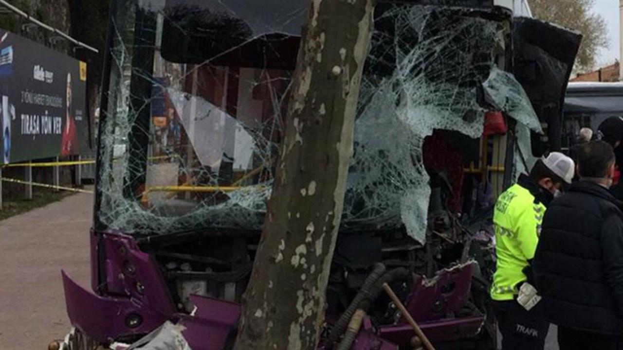 İETT otobüsü refüjdeki ağaca çarptı