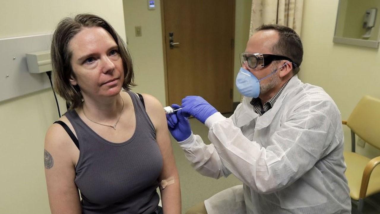 İlk korona aşısı yapılan kadından haber var