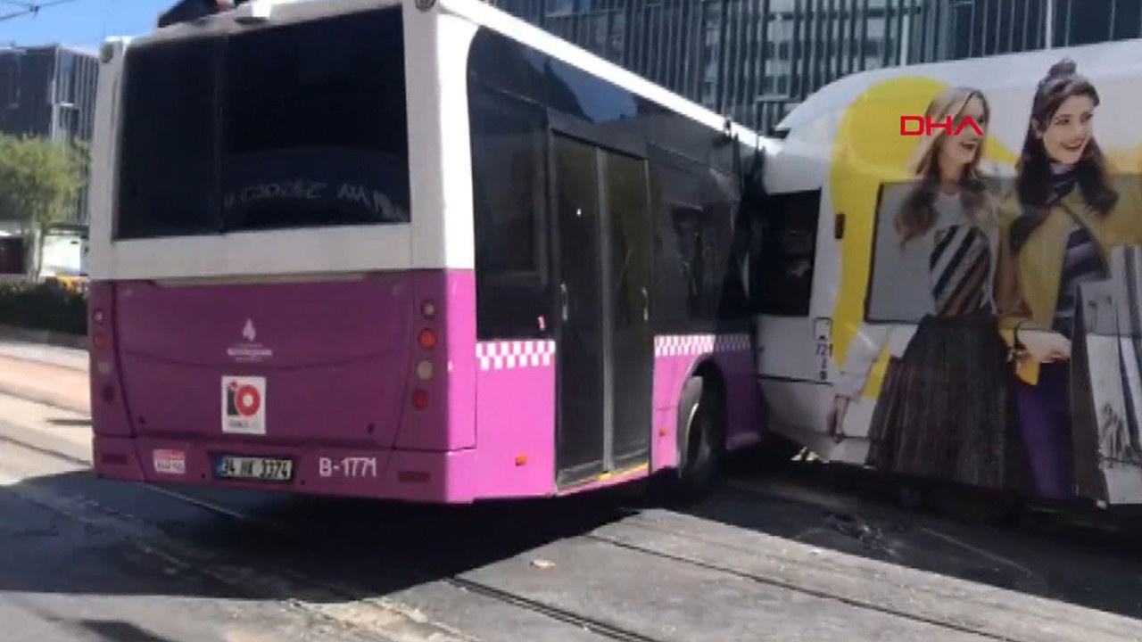 Tophane'de tramvay halk otobüsüne çarptı