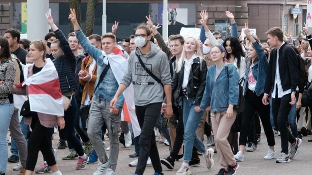 Öğrenciler sokağa çıktı