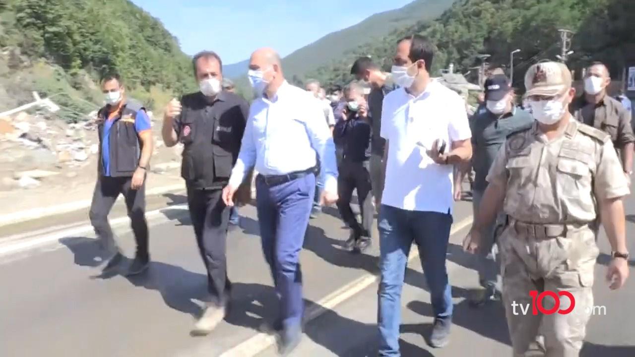Bakan Soylu vatandaşların yanından ayrılmıyor