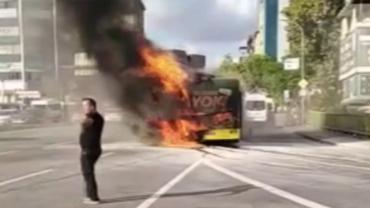 İETT otobüsü alev topuna döndü!