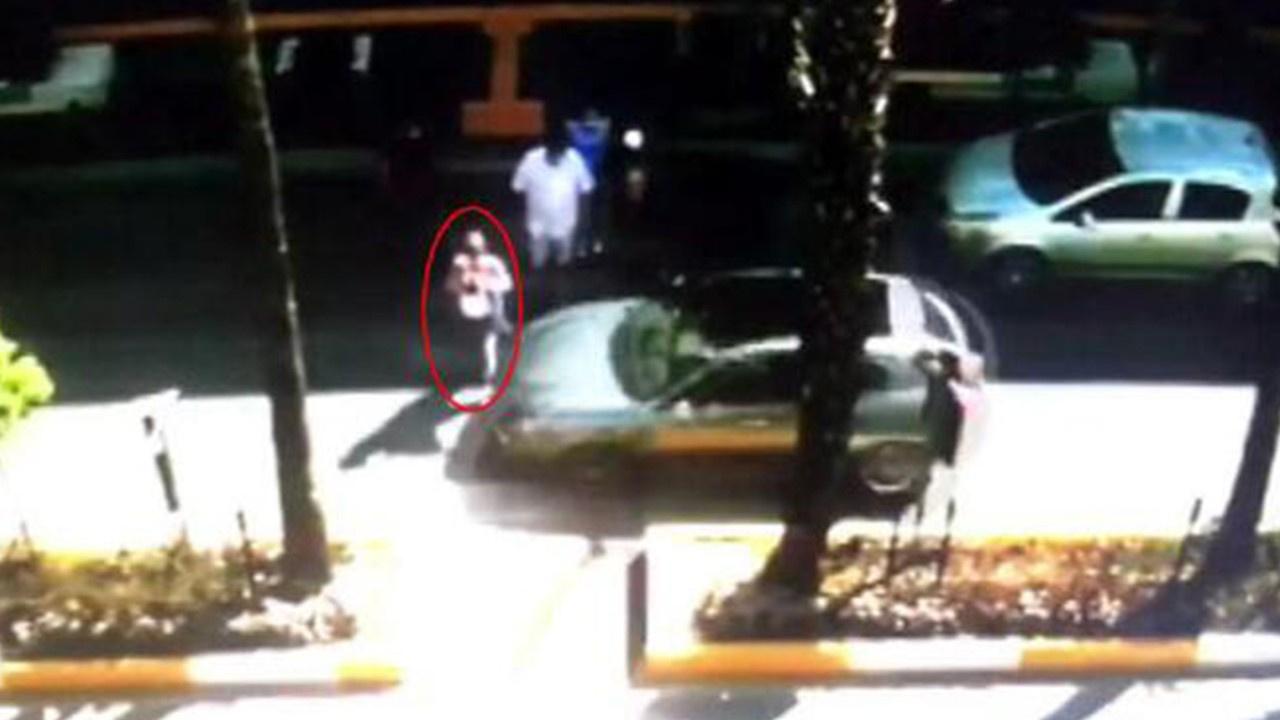 Rus kadına otomobilin çarptığı anlar kamerada
