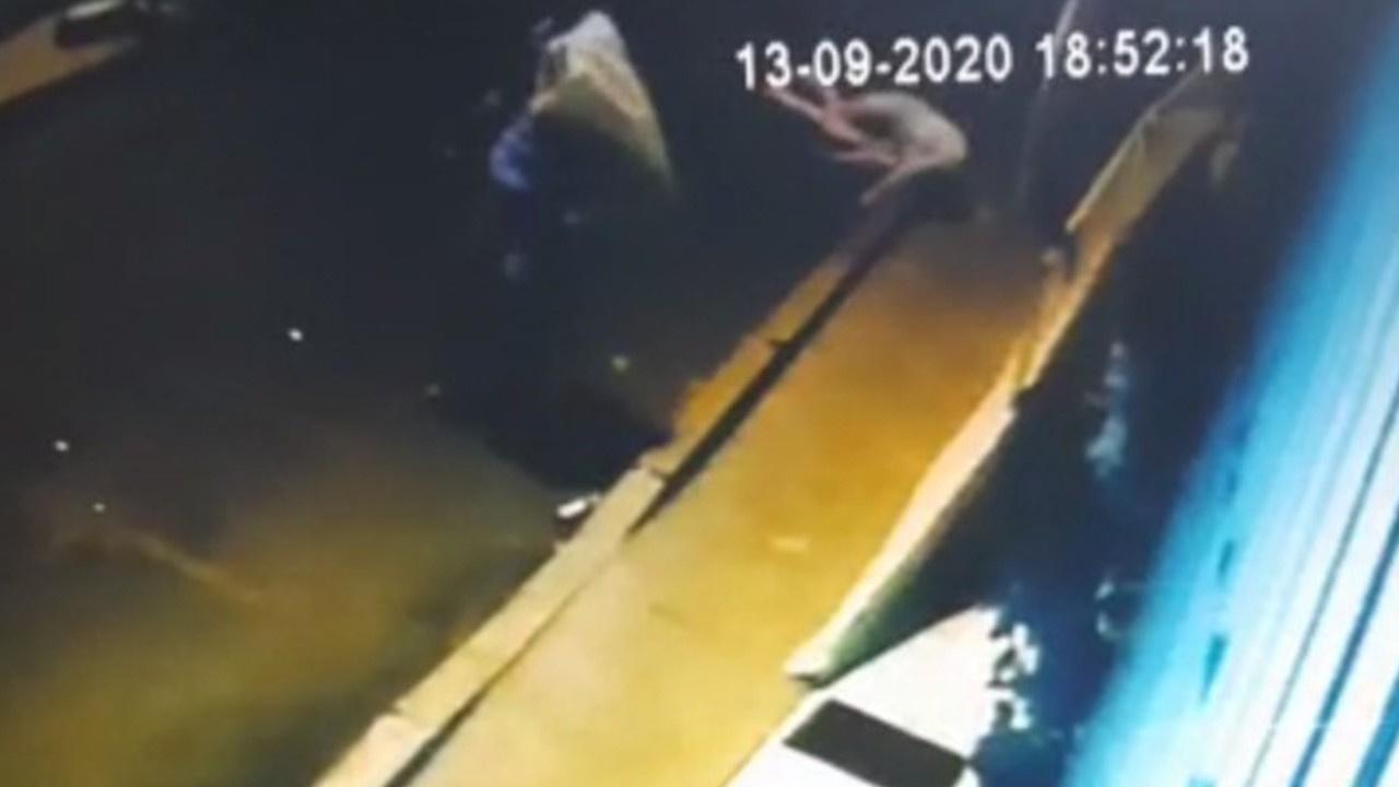 Ukraynalı kadının düşme anı kamerada