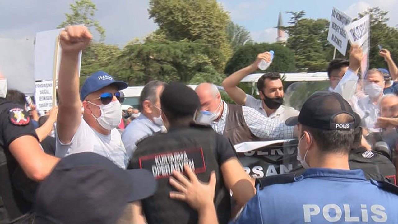 İBB önünde arbede! Servisçiler eylem yaptı!