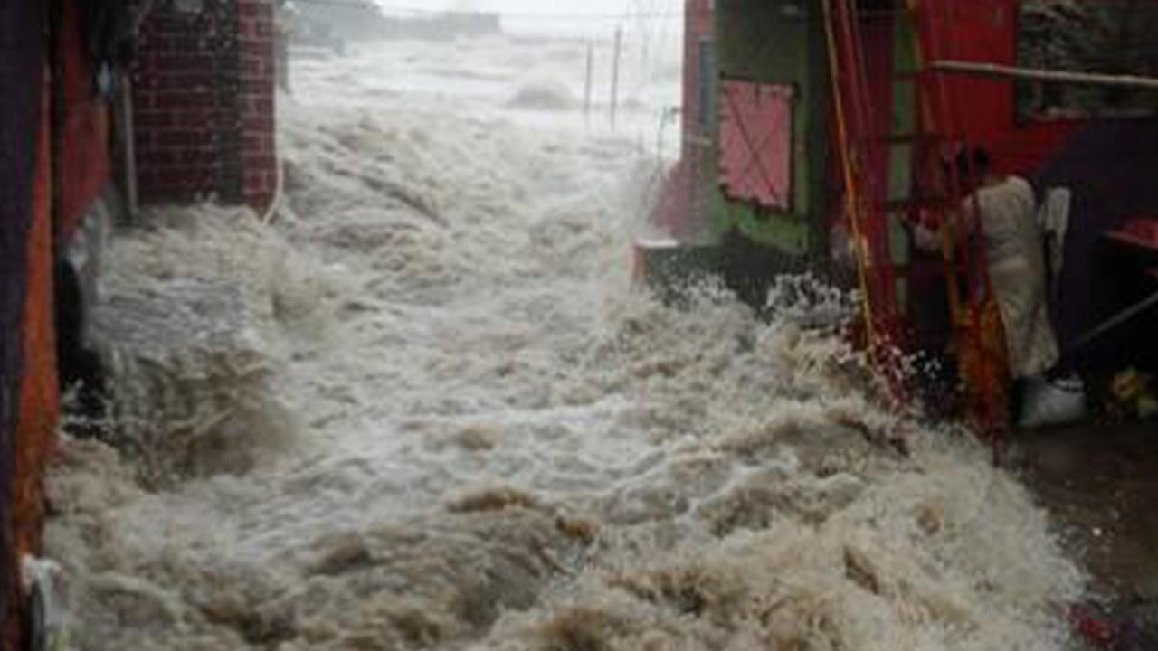 Hindistan'ı sel vurdu