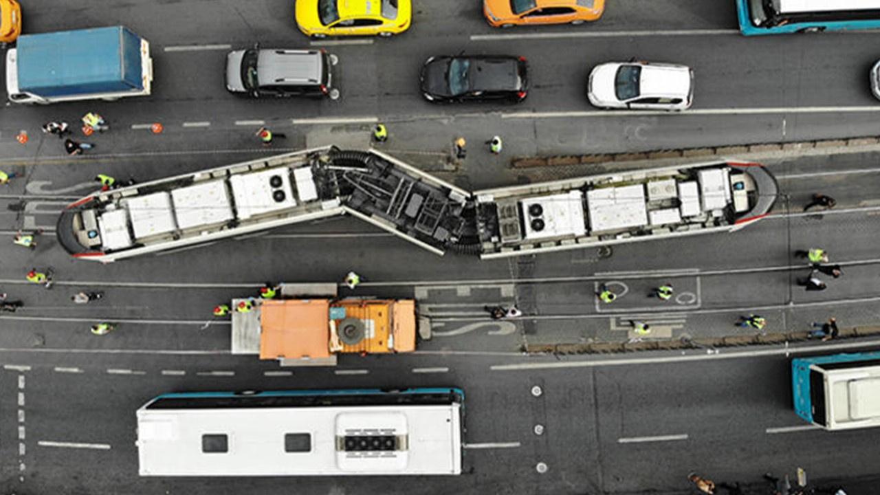 Tramvay ile otobüs çarpıştı
