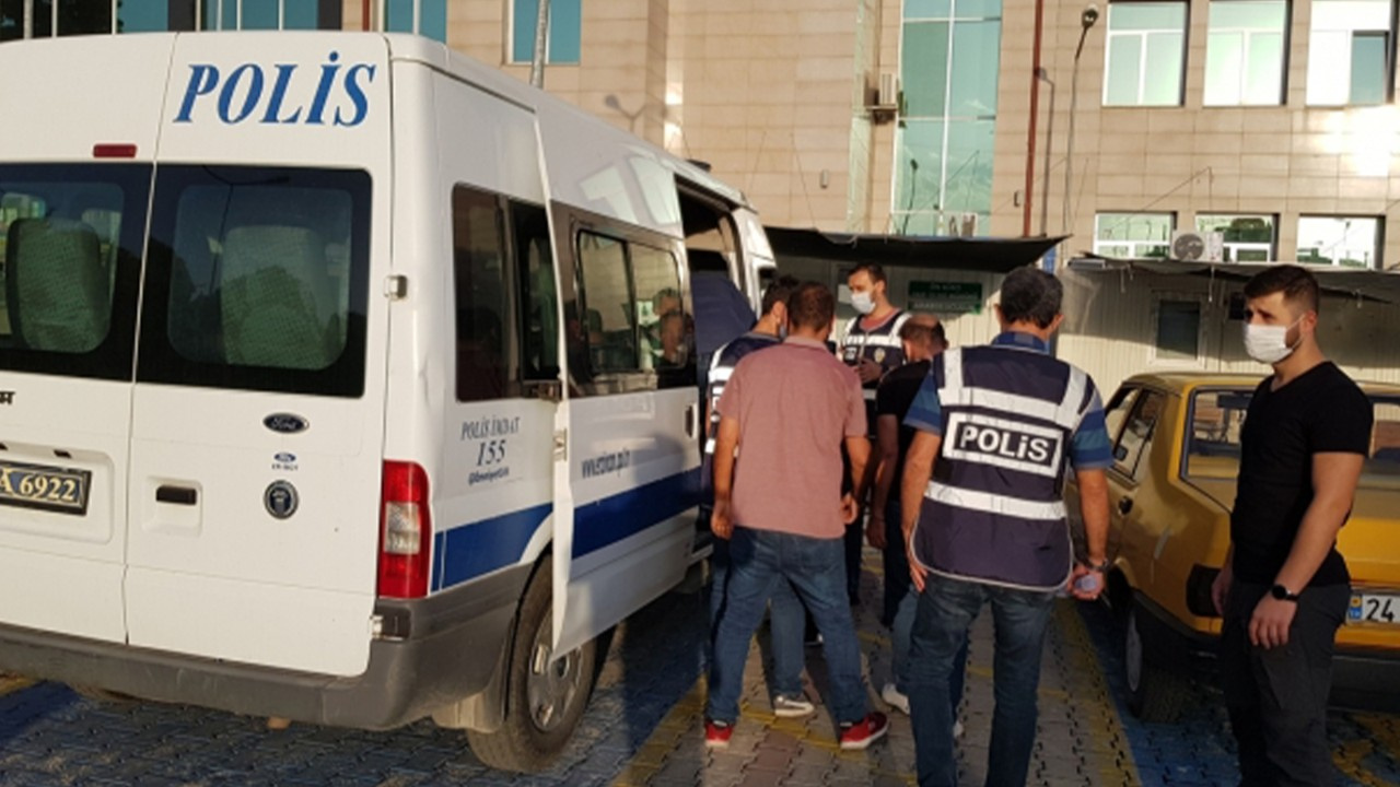 2'si bagajda 8 sığınmacı yakalandı
