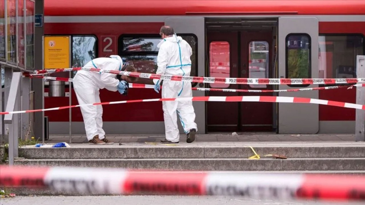 Almanya'da tren vagonunda bomba bulundu