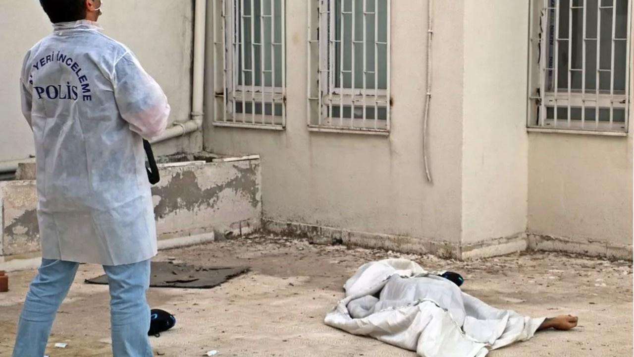 Cesedi beton zemininde bulundu