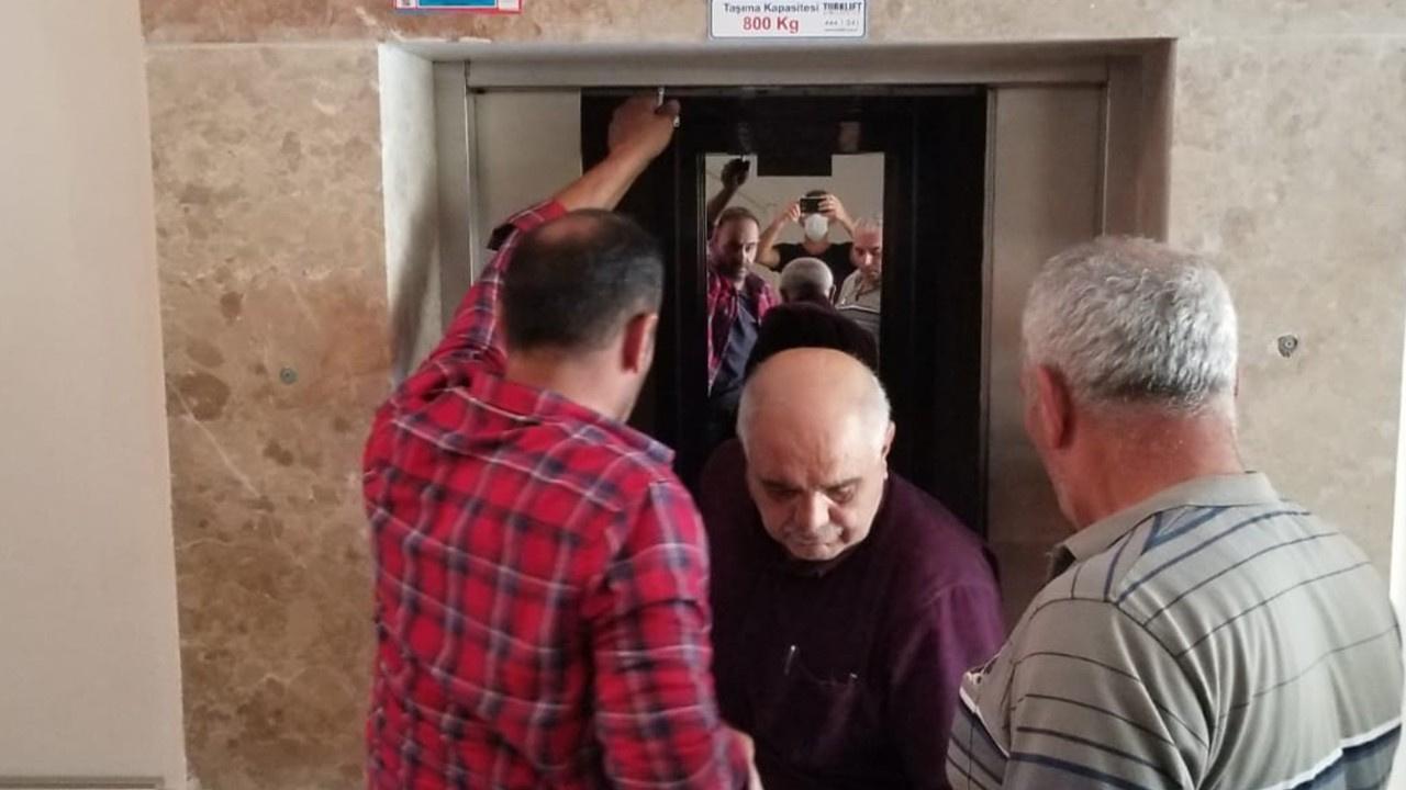 Asansörde mahsur kaldı!