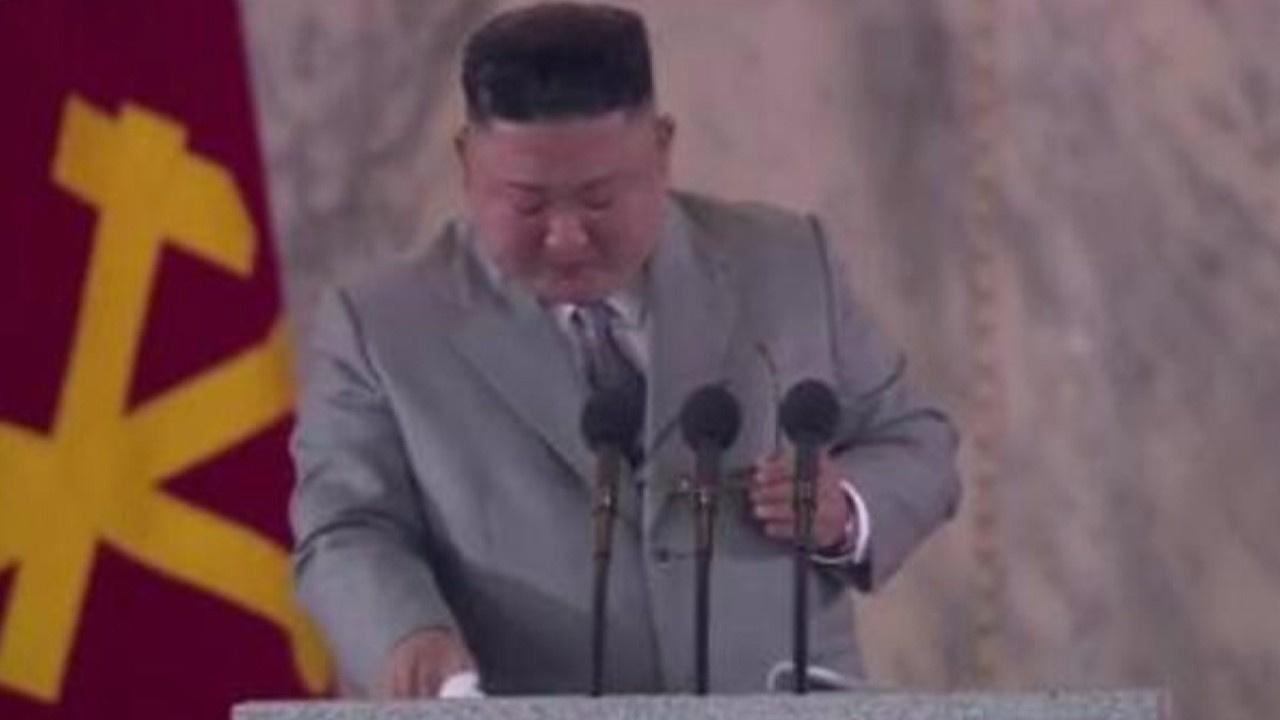 Kim Jong-un ağlayarak özür diledi!