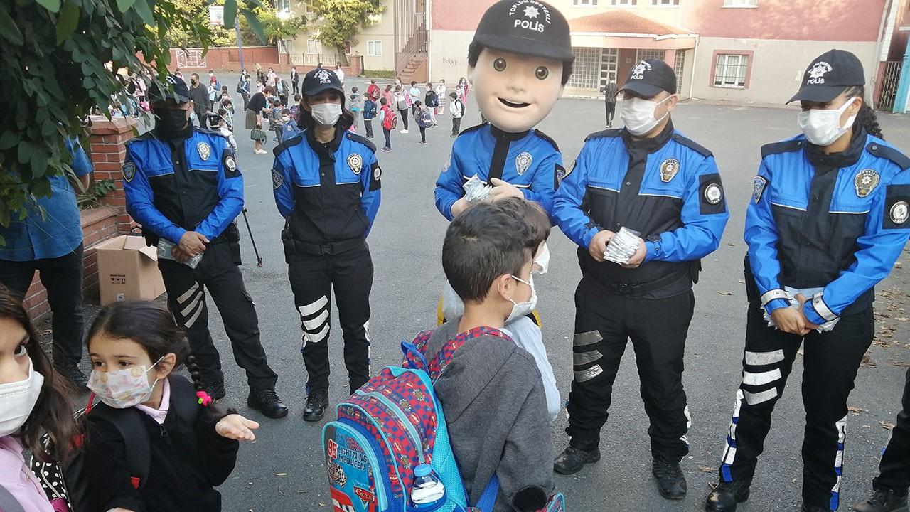 Polisten maskotlu 'Koronavirüs' uyarısı