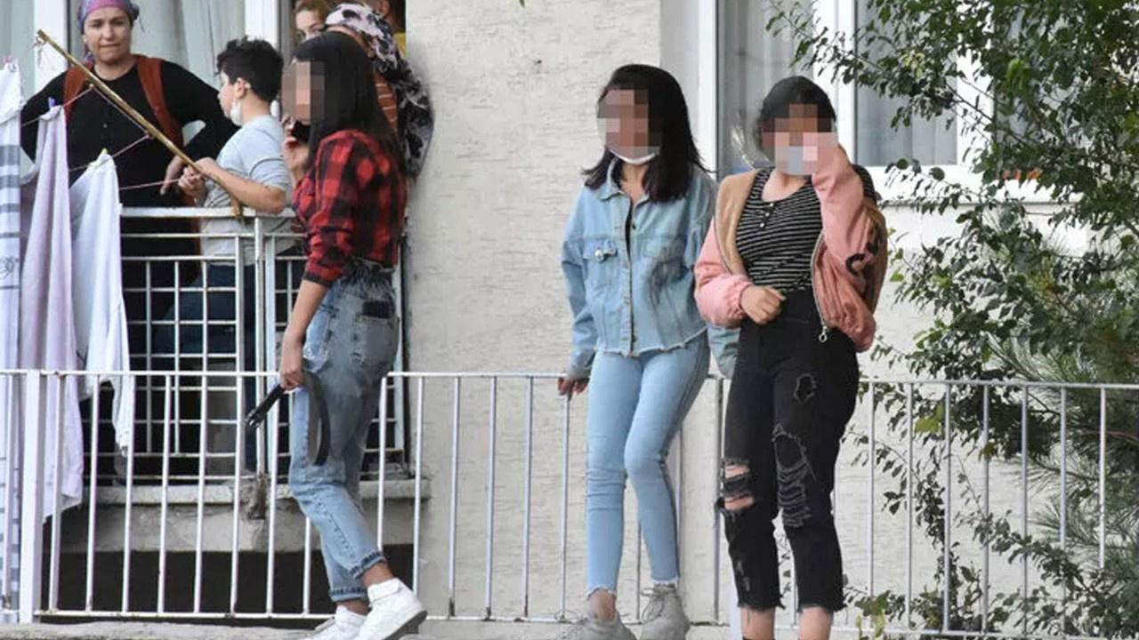 Kız öğrencilerden bıçaklı kavga
