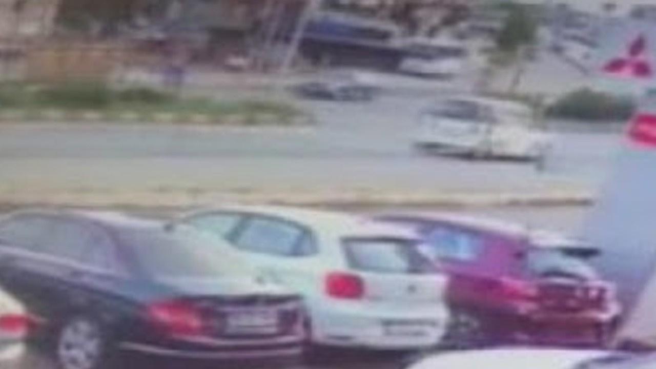Hafif ticari araç, 5 yaşındaki çocuğa böyle çarptı
