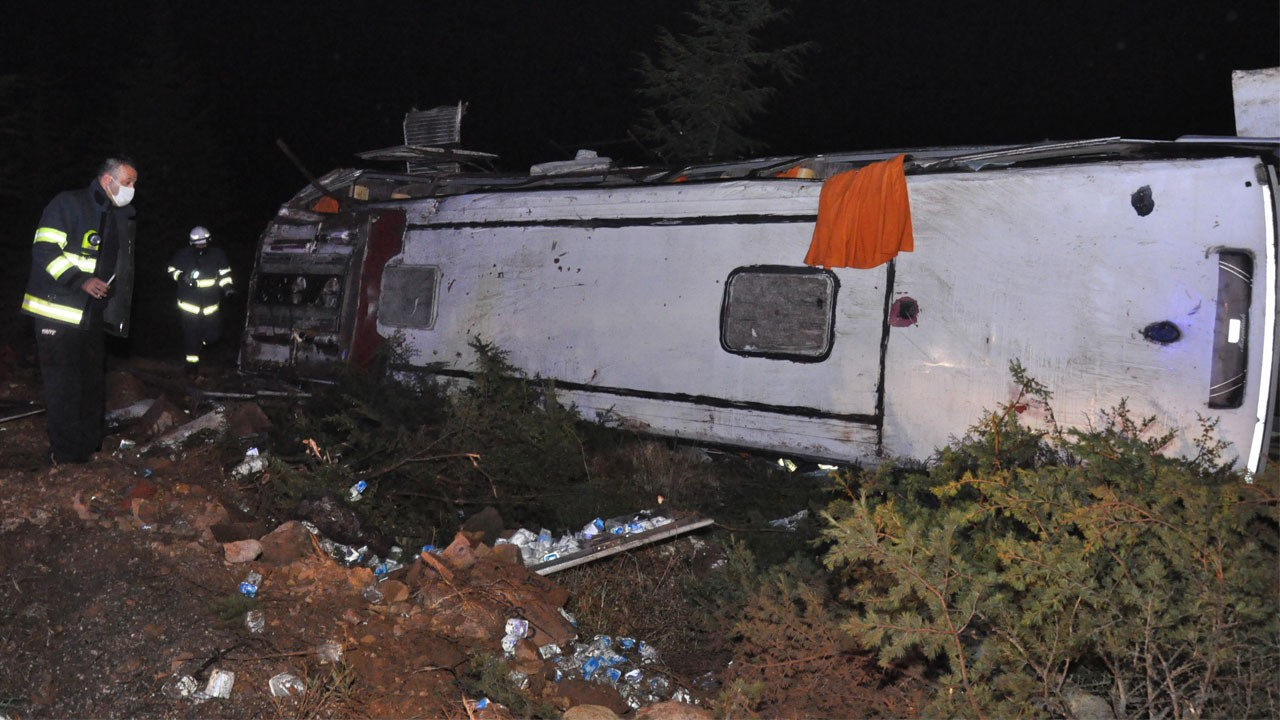 Eskişehir'de yolcu otobüsü devrildi!