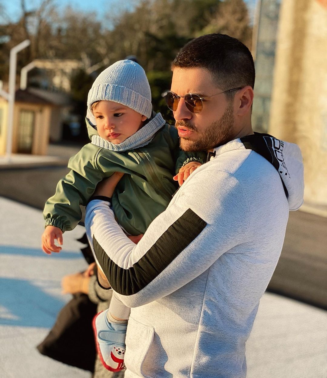 Tolgahan Sayışman Instagram'dan oğluyla çekildiği fotoğrafı paylaştı - Sayfa 1