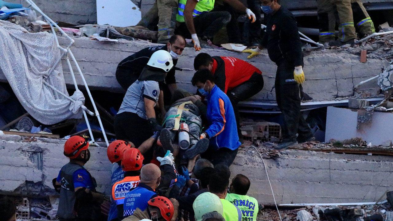 Ünlülerden İzmir depremi paylaşımları - Sayfa 1