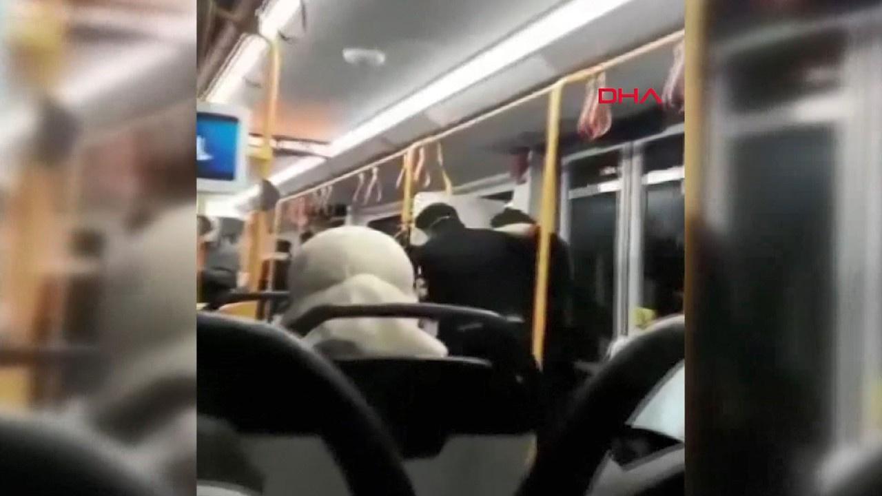 Metroda 'Neden sarılıyorsun' kavgası kamerada
