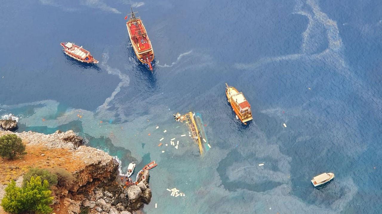 Tekneden 37 kişi kurtarıldı