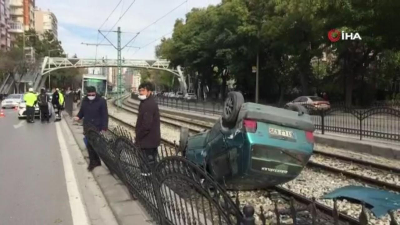 Konya'da otomobil tramvay yolunda takla attı